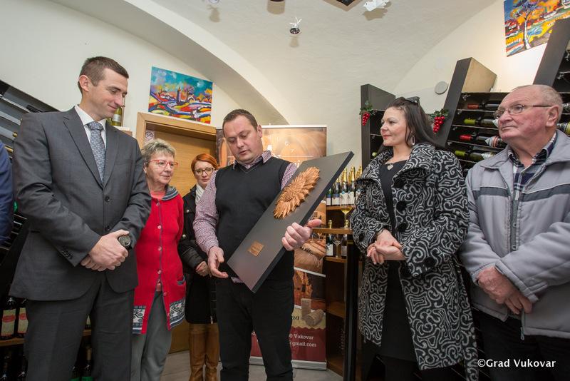 LokalnaHrvatska.hr Vukovar Gradonacelnik cestitao vukovarskim vinarima na drzavnome priznanju