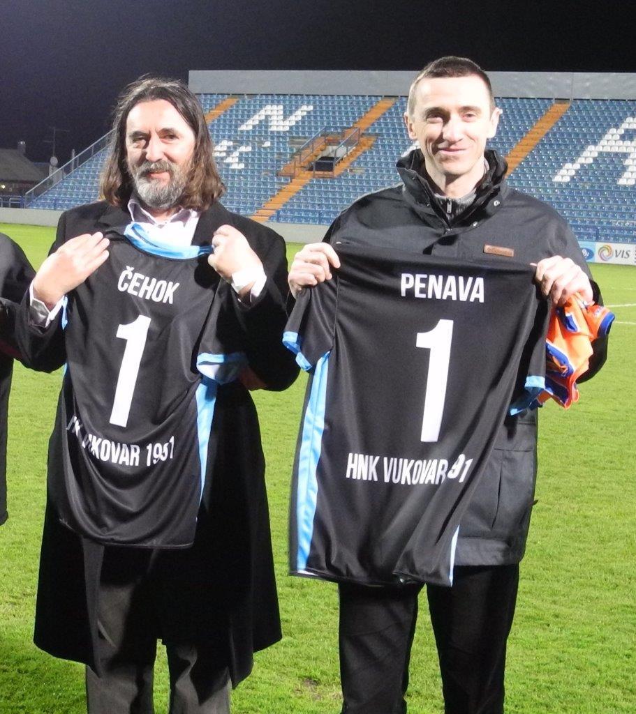 LokalnaHrvatska.hr Vukovar HNK Vukovar i Varteks odigrali utakmicu u Varazdinu - gradonacelnici i navijaci odali pocast zrtvama rata