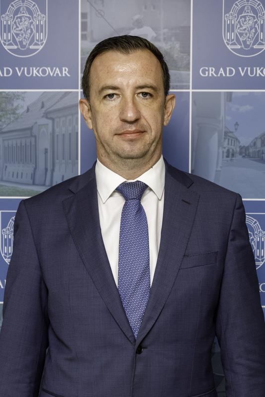 NIKOLA MAŽAR